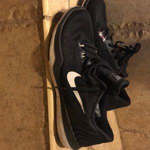 Gently used Nike sneakers   Size women's 6.5